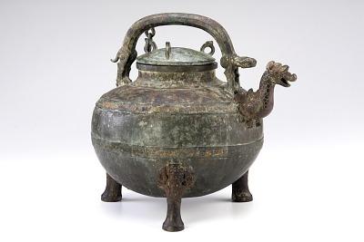 Ritual wine vessel