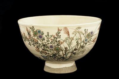 Tea bowl with design of autumn grasses
