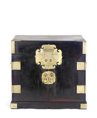 Portable chest