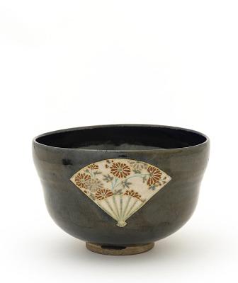 Tea bowl with reserve design of fans