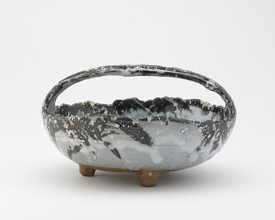 Serving bowl with bail handle