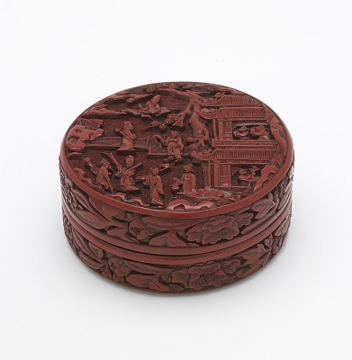 Carved lacquer box with cover decorated with Shoulao and the Eight Immortals