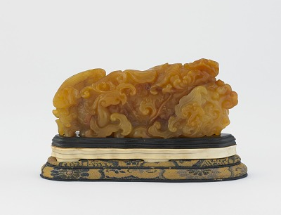 Hardstone carving of phoenix, peony, and fungus of immortality