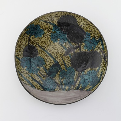 Dish with design of bird and chrysanthemums