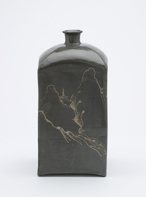 Square bottle with design of Chinese-style landscape