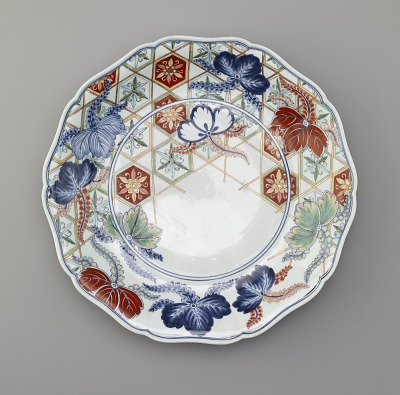 Arita ware dish with design of flowers in a basket, Kakiemon kiln