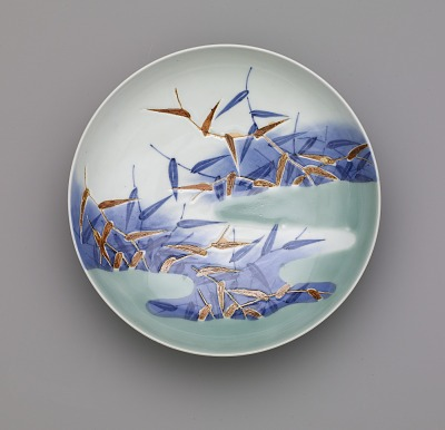Nabeshima ware dish with design of reeds in mist, seven-sun size
