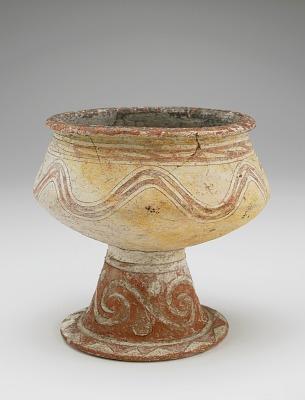 Bowl on pedestal foot