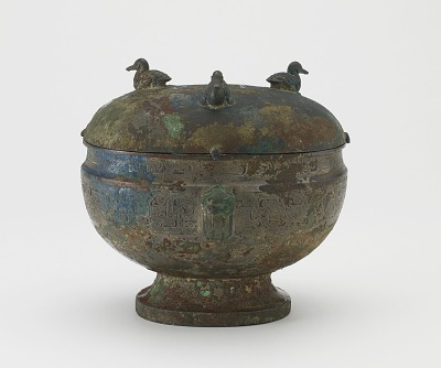 Serving vessel with lid (<em>dun</em>) and dragons and ducks