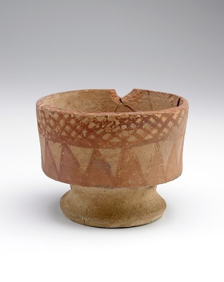 Pedestal bowl with painted ornament