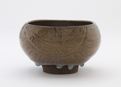 Oval bowl in shape of rice bale