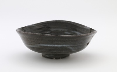 Shallow tea bowl