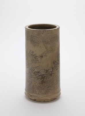 Vase with design of dragons chasing flaming jewel