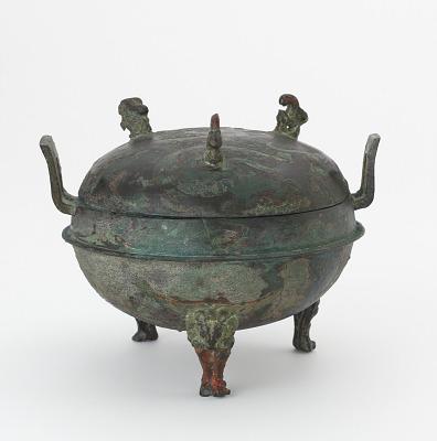 Lidded food cauldron (<em>ding</em>) with painted decoration