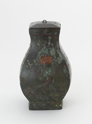 Lidded square ritual wine vessel (<em>fanghu</em>) with painted decoration