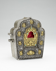 Box (gau) (for a man), with fabric case