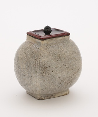 Tea caddy in the shape of a rice bale