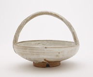 Hagi ware serving bowl with arching handle