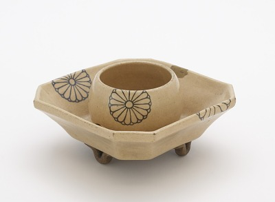 Taizan ware sake cup stand with square base