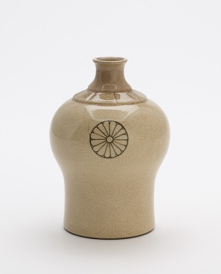 Taizan ware sake bottle for domestic Shinto shrine
