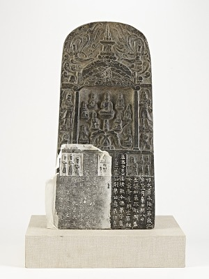 Buddhist stele (a) with an attached rubbing (b)