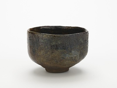 Ohi ware tea bowl with design of pine trees