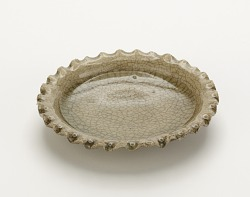 Dish with fluted rim, Mino ware, Ofuke type
