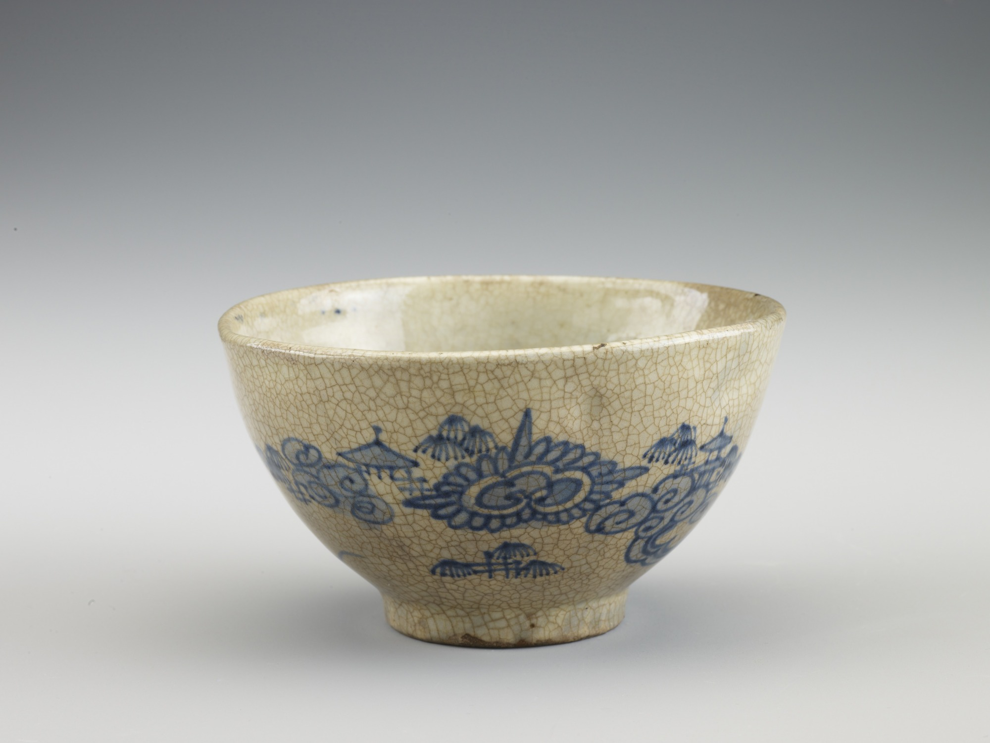 Arita-related ware tea bowl with design of pavilion in clouds