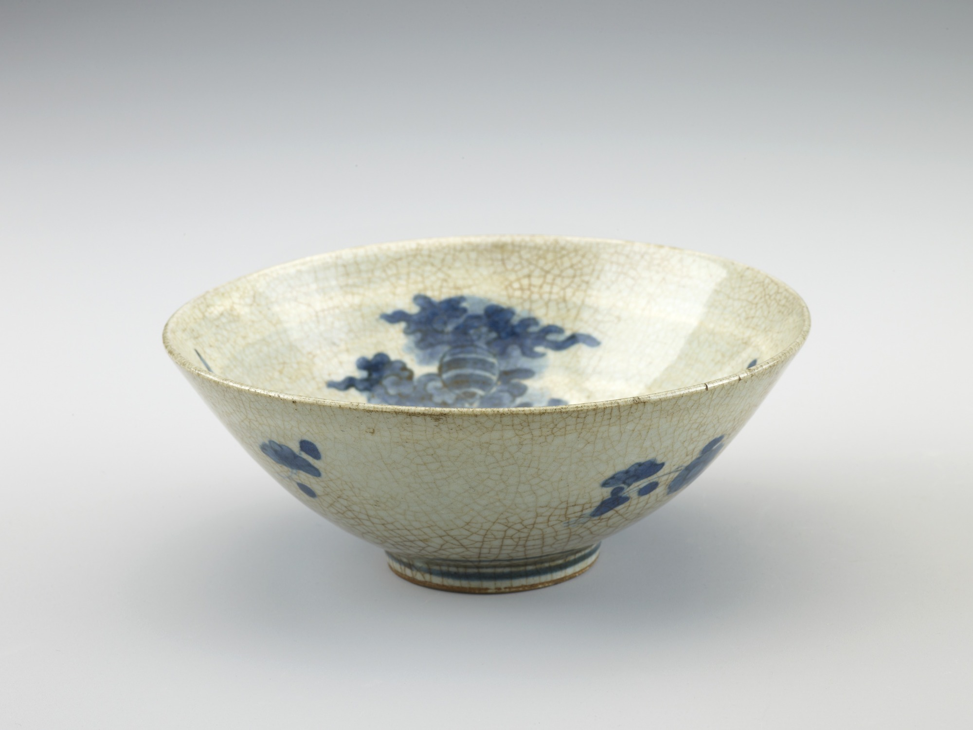 Arita ware tea bowl with design of phoenix
