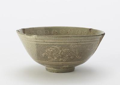 Yatsushiro ware tea bowl with inlaid design of kirin, pine, and ivy