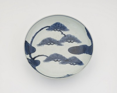 Arita ware dish with design of pine tree and clouds