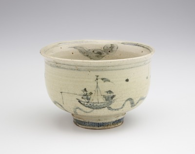 Individual serving bowl in style of Annamese ware