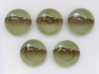 Set of five individual serving dishes with design of Mr. Fuji