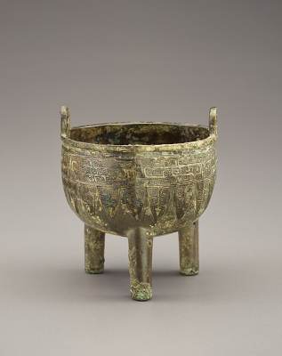 Miniature ritual food cauldron (ding) with dragons; inscribed