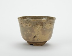 Akahada ware tea bowl with design of standing cranes