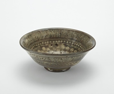 Serving bowl with mishima style decoration