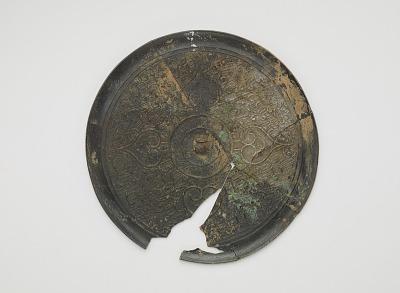 Fragments of a mirror; quatrefoil