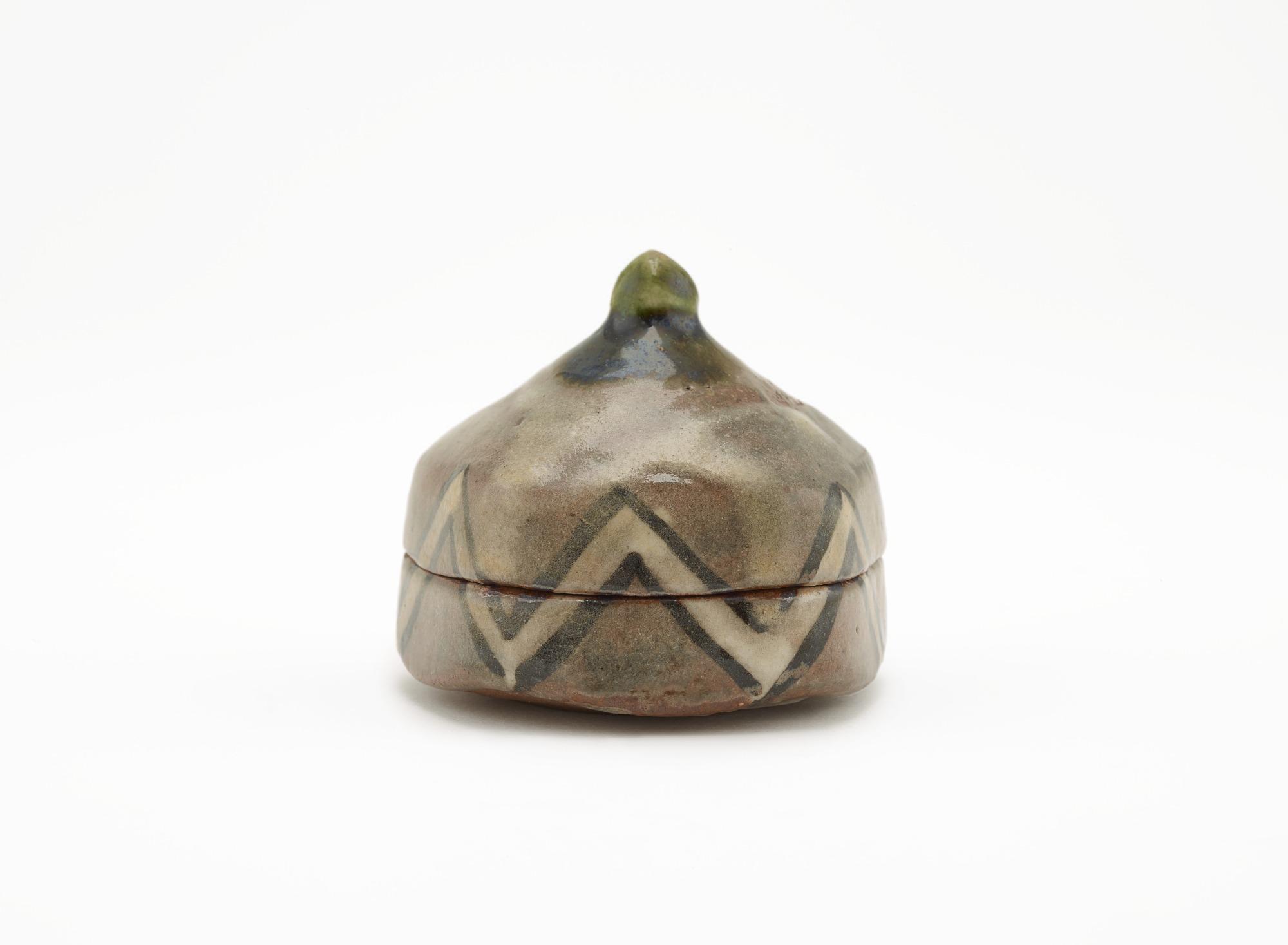 Pentagonal incense box in Oribe style