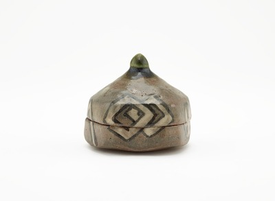 Pentagonal incense box in Oribe style