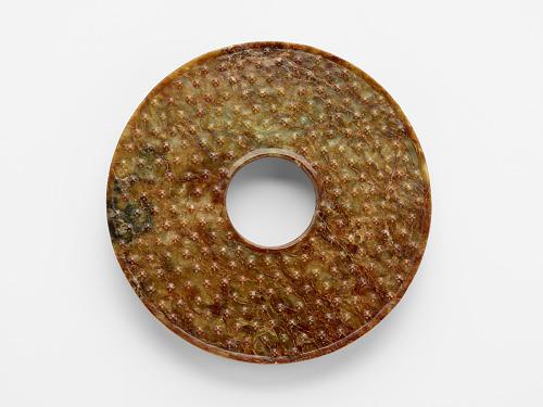 Disk (<em>bi</em> 璧) with knobs