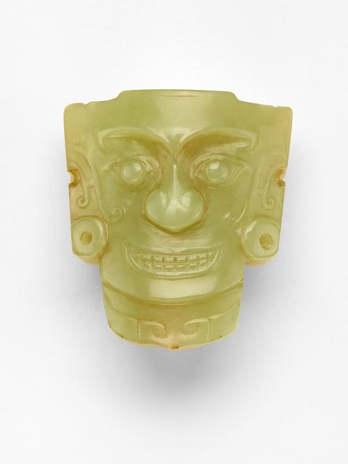 Ornament (<em>shi</em>飾) with mask