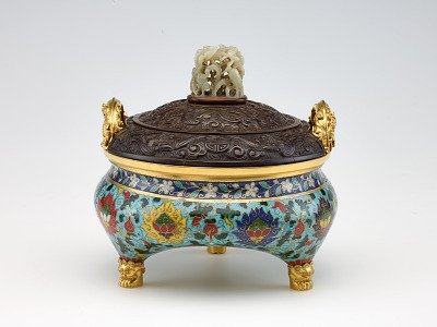Incense burner in shape of a tripod (li) with design of lotus and with three kinds of fruit (the