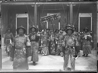 The Empress Dowager Cixi surrounded by attendants in front of Renshoudian, Summer Palace, Beijing. 1903-1905