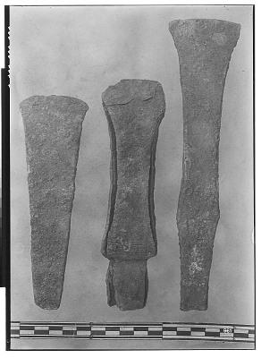 Vicinity of Nihavand (Iran): Three Chisel Blades, from Prehistoric Mound of Tepe Giyan [graphic]