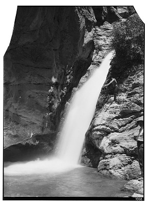 Sahna (Iran): Waterfall at the End of a Gorge [graphic]