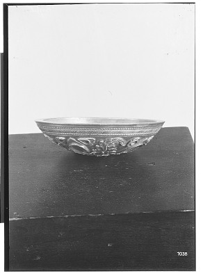 Small Parthian Silver Bowl with Elaborate Ornamentation [graphic]
