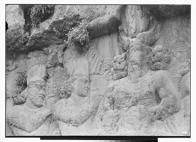 Naqsh-i Bahram (Iran): Sassanid Reliefs Depicting Bahram II Flanked by Dignitaries: Detail View of Bahram II with High Priest Kartir and Pāpak, Satrap of Georgia on his Left [graphic]