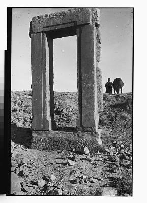 Qasr-i Abu Nasr (Iran): Standing Door Frame [graphic]