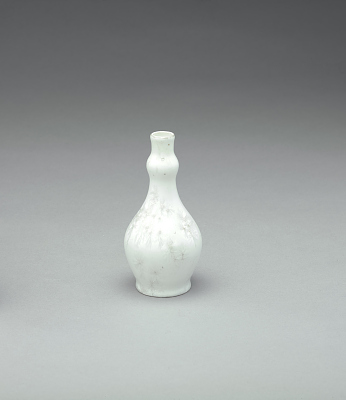 Vase with white crystalline glaze