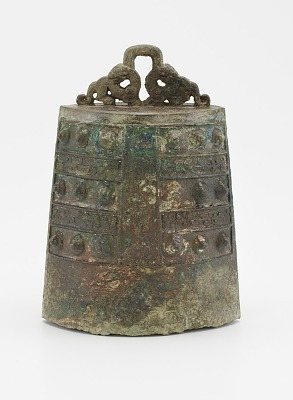 One of a set of bells (<em>bo</em>) with felines and dragons